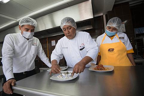 la cosmopolitana duenos, servicios de alimentacion en el torito