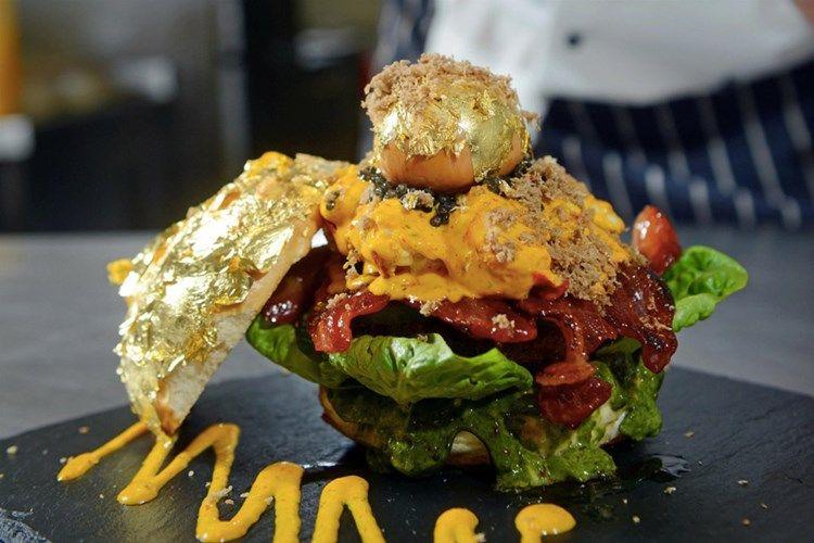 hamburguesa con carne kobe y oro, la cosmopolitana