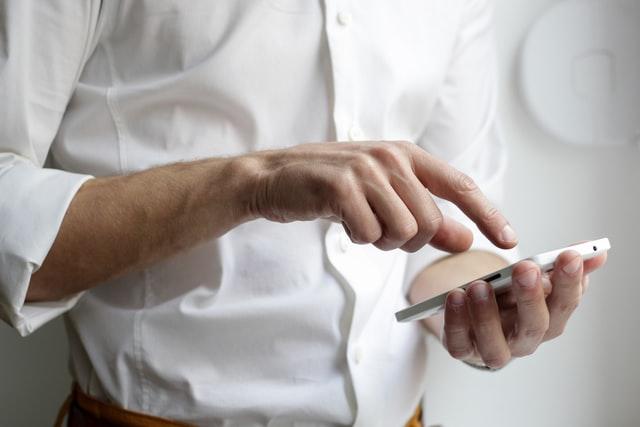 dueños de la cosmopolitana cuidan inocuidad en el uso de electrónicos en cocinas institucionales